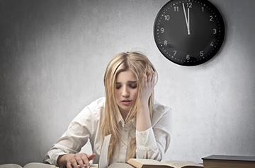 сильный стресс у девушки