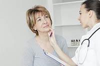 Осмотр щитовидной железы эндокринологом