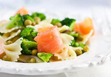 салат с овощами и рыбой