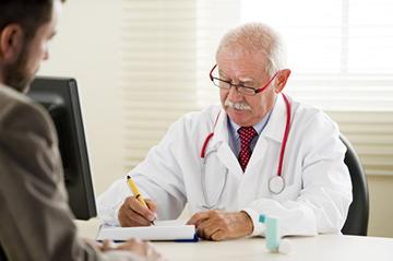 мужчин на приеме у врача