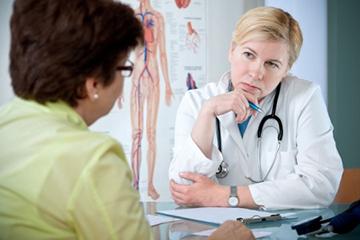 женщина обследуется у врача